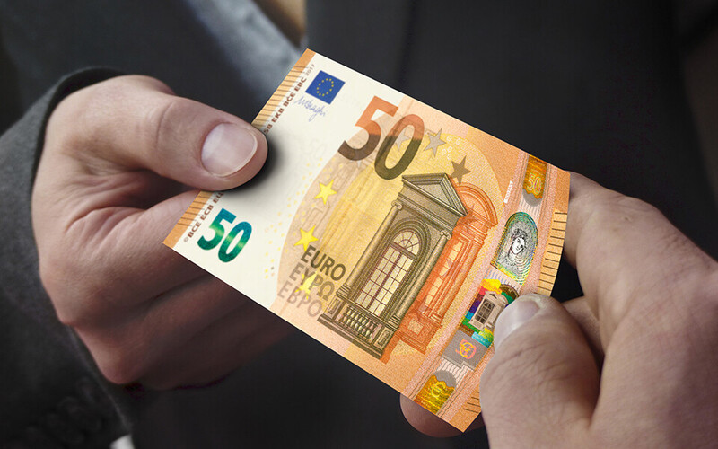 The new €50 bills entered into circulation on Apr. 4, 2017.