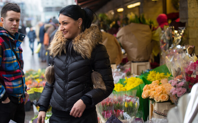A woman visiting the flower stalls along Tallinn's Viru Street on Women's Day. March 8, 2017.