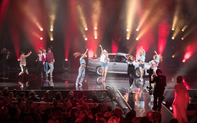 """Õhtu lõpus BMWga lavale eskorditud Merlyn Uusküla tühi tinin """"Raju reede"""" (aitüma, Sven Lõhmus!) võttis ürituse sürrealistlikke ja risti vastukäivaid tundeid tekitanud meeleolu hästi kokku."""