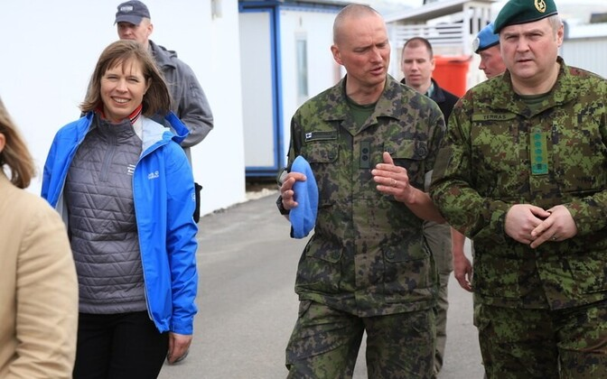President Kersti Kaljulaid (left) and Gen. Riho Terras (right) visited the Irish-Finnish Battalion and the Estonian platoon serving on the UNIFIL mission.
