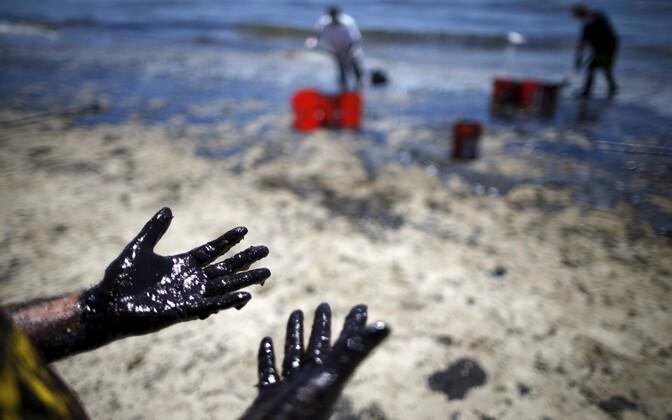Нефтяное загрязнение. Иллюстративная фотография.