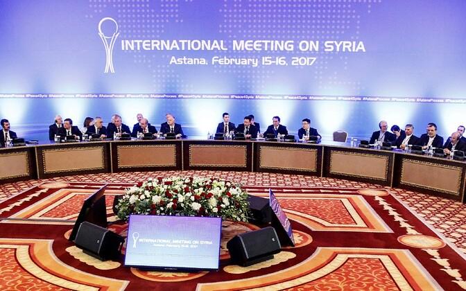 Süüria režiimi ja mässuliste esindajad veebruaris Astanas toimunud rahukõnelustel.