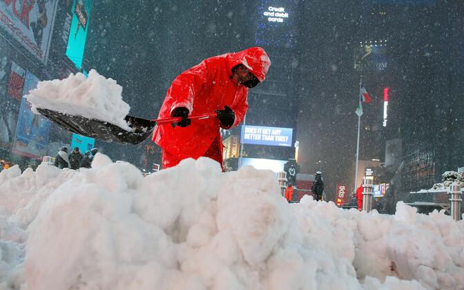 Снег в Нью-Йорке в марте.