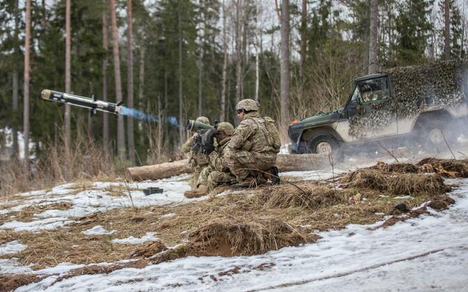 Противотанковый полк провел совместные учения с бронетанковым подразделением.