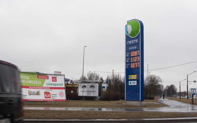 Gas prices dropped to €1.087 per liter on Friday. March 17, 2017.