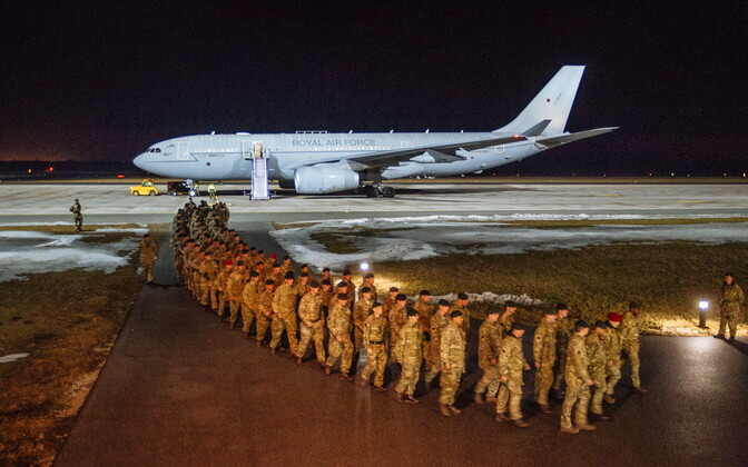 The first British soldiers of the NATO battle group arrived in Estonia on Friday night. March 17, 2017.