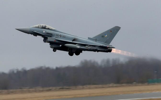 Истребитель ВВС Германии Eurofighter в Эмари.