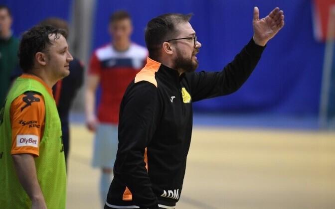 Александр Дмитриев (справа) признал, что выиграть чемпионский титул было тяжело.
