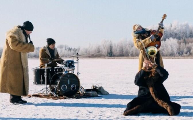Svjata Vatra filmis jäisel Viljandi järvel video