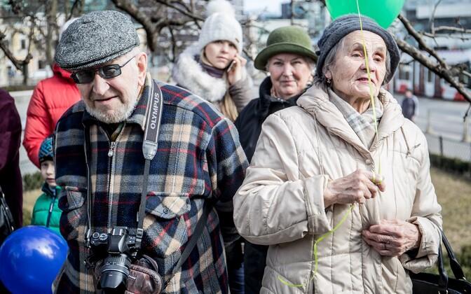 Eestis on  ühiskonnarühmade eristumine  suurenenud, toimunud muutusi peetakse liiga kiireteks.