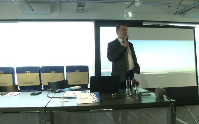 Nordica juhatuse liige Jaan Tamm pressikonverentsil.