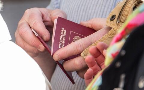 Российский паспорт. Иллюстративная фотография