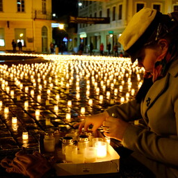 Candles were lit in Tartu in remembrance of the victims of the March 1949 deportation.