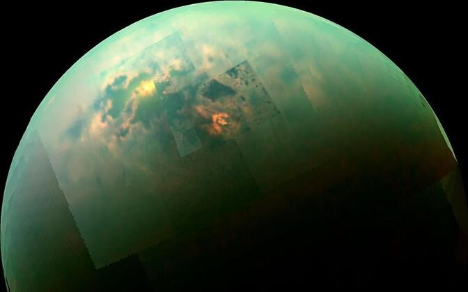 Cassini tabamus 2014. aastast: Päike peegeldub Titani vedela metaani meredelt.