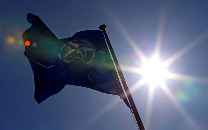 Флаг НАТО.