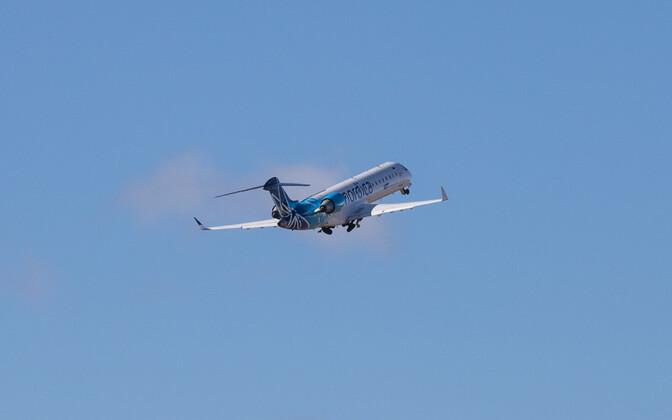 Estonian air transport companies carried 569,500 passengers in 2016.