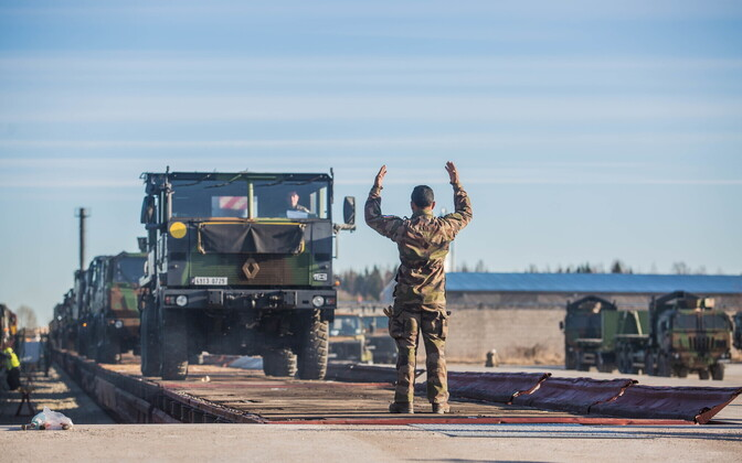French tanks arrived in Tapa on Wednesday. March 29, 2017.