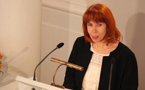 Margit Sutrop alustab kõnet minvikumeenutustega.