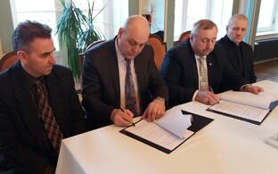 Koeru ja Rakke esindajad allkirjastasid ühinemislepingu.