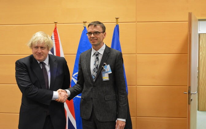 Boris Johnson and Sven Mikser, Brussels, Mar. 31, 2017.