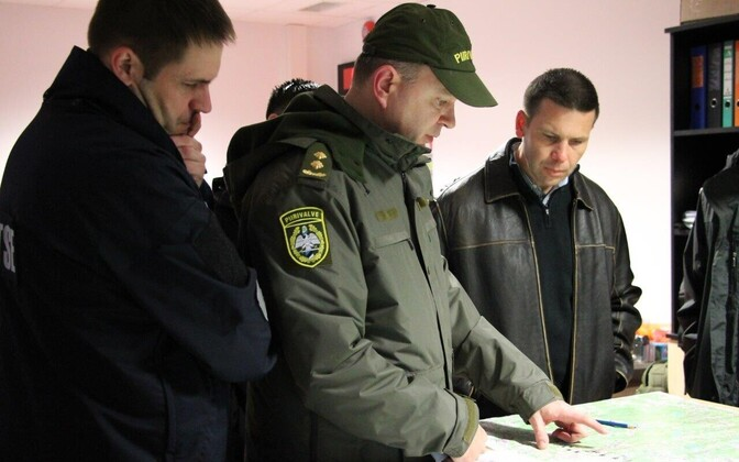 McAleenan (right) and Vaher (left) at a border checkpoint.
