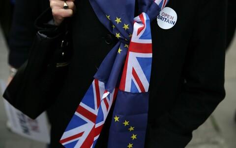 EL-i ja Suurbritannia lipuvärvides sall.