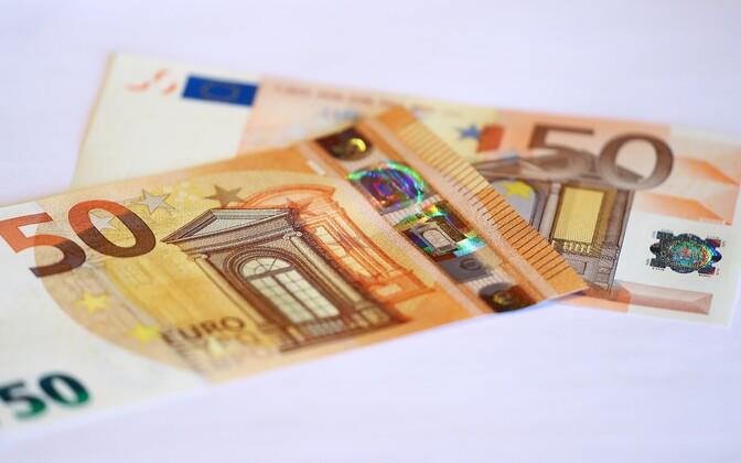 С 4 апреля банкноты достоинством 50 евро с новыми защитными элементами и дизайном являются законным платежным средством.