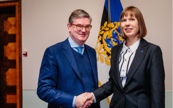 President Kaljulaid with EU commissioner Julian King (left).