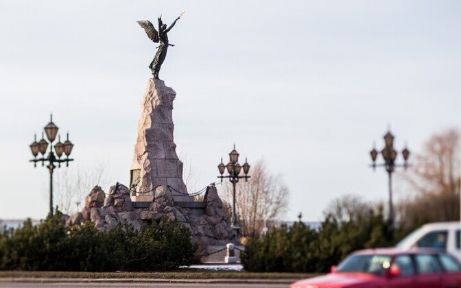 Памятник Русалка в Таллинне.