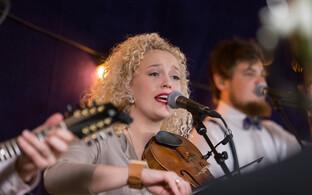 Eeva Talsi laulab plaadil Jaan Tätte
