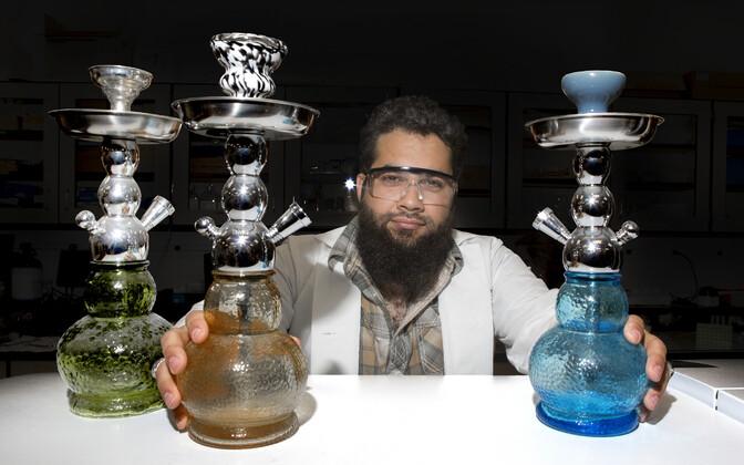 Cincinnati ülikooli doktorant Ryan Saadawi uurib tubakasuitsu mõju kopsurakkudele.