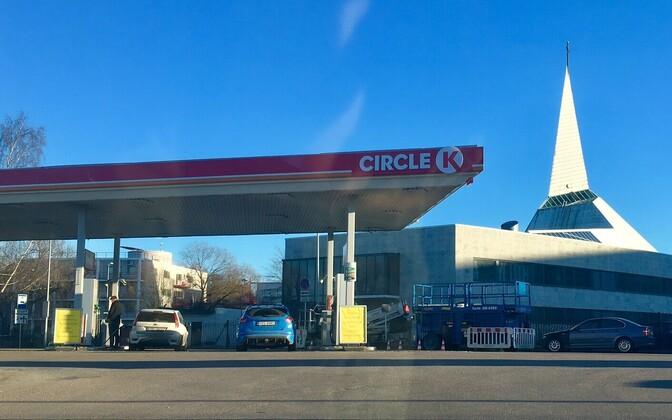 13edb257a97 Fotod: Tallinnas algas Statoili jaamade üleminek Circle K värvidesse ...