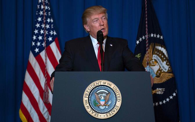 President Trump esitab  telepöördumist oma Floridas asuvast Mar-a-Lago residentsist.