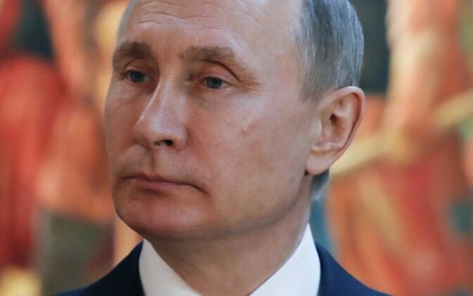 Путин пока не объявил о своих планах на 2018 год.