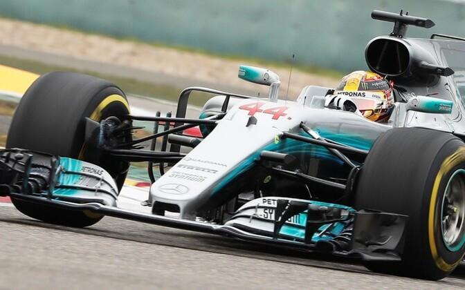 Хэмилтон в пятый раз выиграл Гран-при Китая