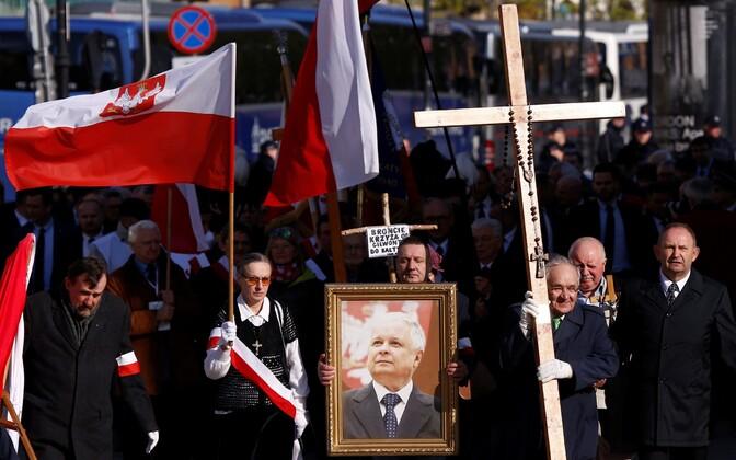 Poolas mälestati lennukatastroofis hukkunuid.