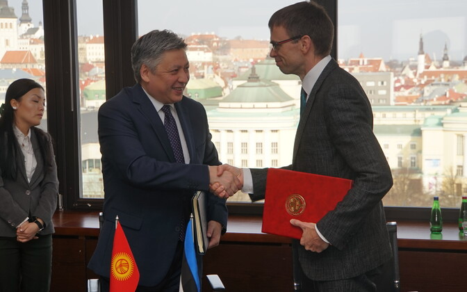 Minister for Foreign Affairs of the Kyrgyz Republic Erlan Abdyldaev with Estonian Minister of Foreign Affairs Sven Mikser. April 10, 2017.
