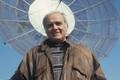 Toimetaja - saatejuht, televisiooni satelliitside maajaam, telemaja   katusel. Aprill 1993