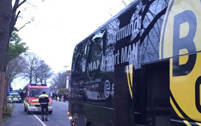Dortmund Borussia meeskonna buss pärast plahvatusi.