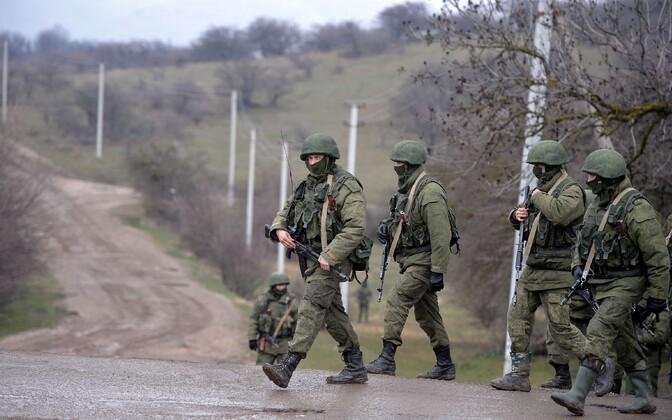 Nn rohelised mehikesed ehk embleemideta Vene sõdurid 2014. aasta märtsis Krimmi poolsaarel.