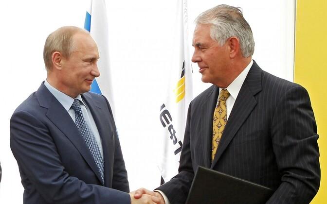 Vladimir Putin ja Rex Tillerson 2012. aastal.