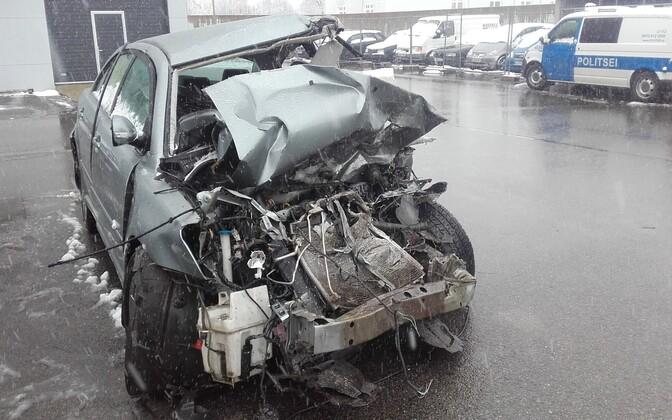 Автомобиль Toyota Avensis после ДТП в Ляэне-Вирумаа.
