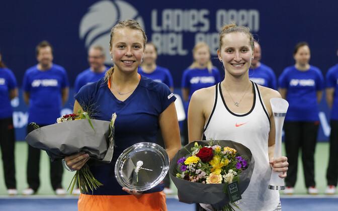 Anett Kontaveit (vasakul) ja Marketa Vondrousova