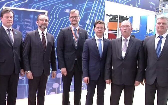 Officials at the TransRussia Moscow 2017 transport, transit and logistics fair.