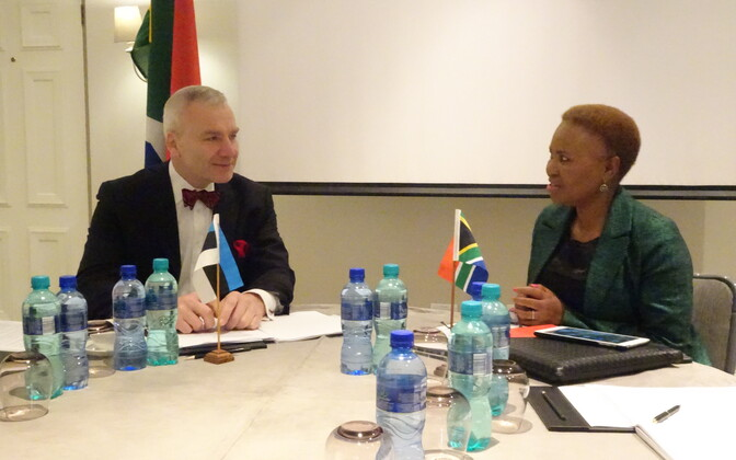 Estonian Undersecretary Väino Reinart and South African Minister Lindiwe Zulu in South Africa on Wednesday. April 19, 2017.