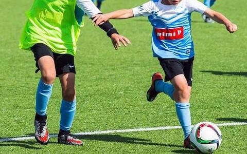 Noored jalgpallurid suvelaagris
