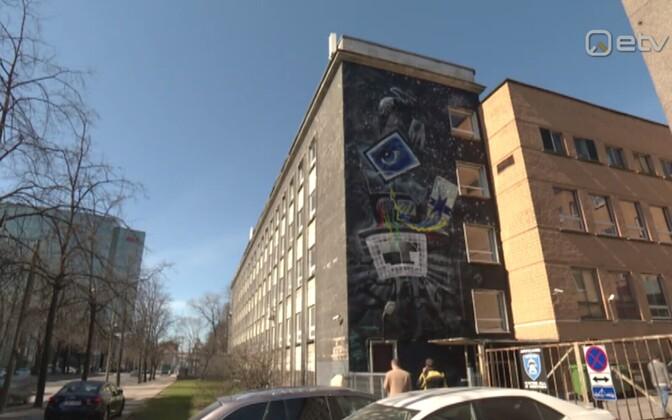 Gonsiori tänava telemaja suur seinamaal.