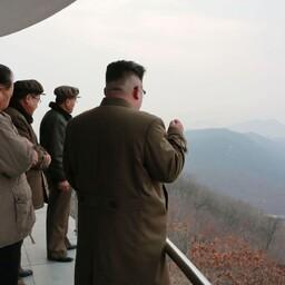 Высшее руководство КНДР на испытаниях нового ракетного двигателя.