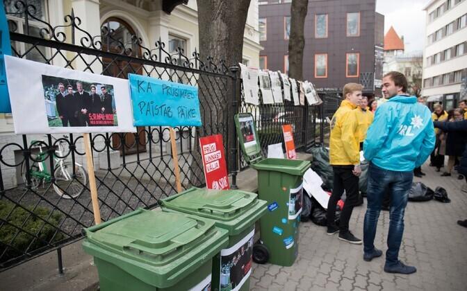Arvo Sarapuu vastane meeleavaldus linnavolikogu ees eelmise aasta kevadel.