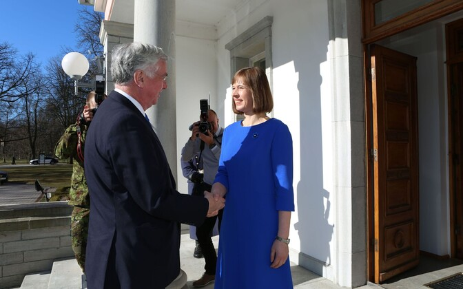 President Kersti Kaljulaid meeting British defense secretary Sir Michael Fallon (left), Apr. 20, 2017.